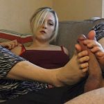 Slut Sister Studios – Courtney Scott – Sisterly Footjob FullHD (clips4sale.com/1080p/2015)