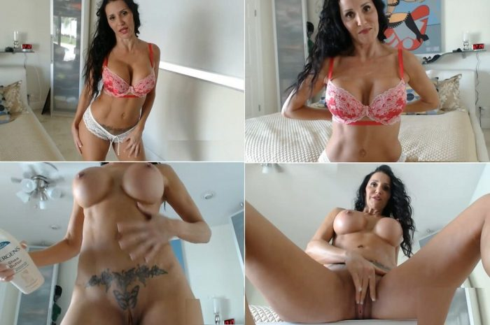butt3rflyforu-auntie-is-staying-with-us-and-she-encourages-you-to-masturbate-as-she-applies-lotion-hd-720p2016