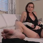 Broken hands step mom foot job – Sofie Marie – Manyvids FullHD mp4 1080p