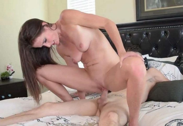 Dad will never know - Sofie Marie - Manyvids Porn HD avi 720p