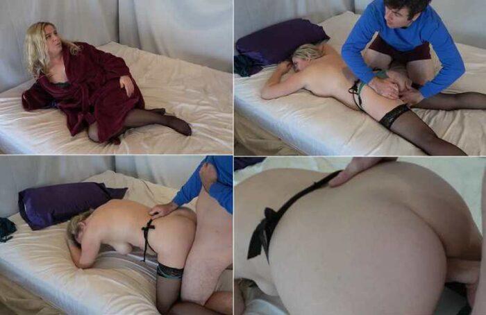 Matthias Christ, Erin Electra - Big Ass Stepmom Massaged and Fucked by Stepson FullHD 1080p